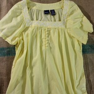 Cute Embroidered Yellow Blouse Very comfortable!